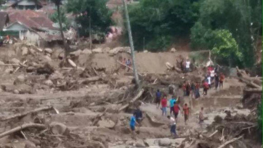 BNPB: 5 Tewas dan 388 Jiwa Mengungsi Akibat Banjir Bandang di Cisalak
