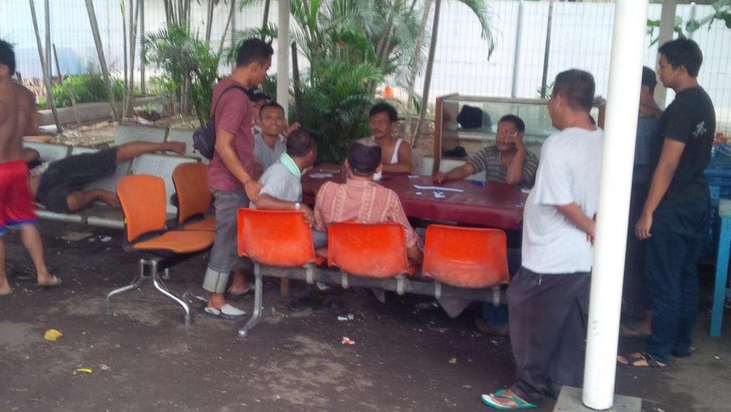 Judi di Parkiran Bandara Soekarno-Hatta, 5 Orang Ditangkap Polisi