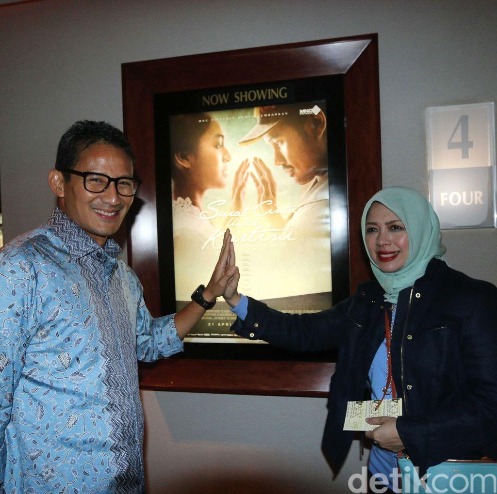 Sandiaga Uno Nonton Film Surat Cinta untuk Kartini