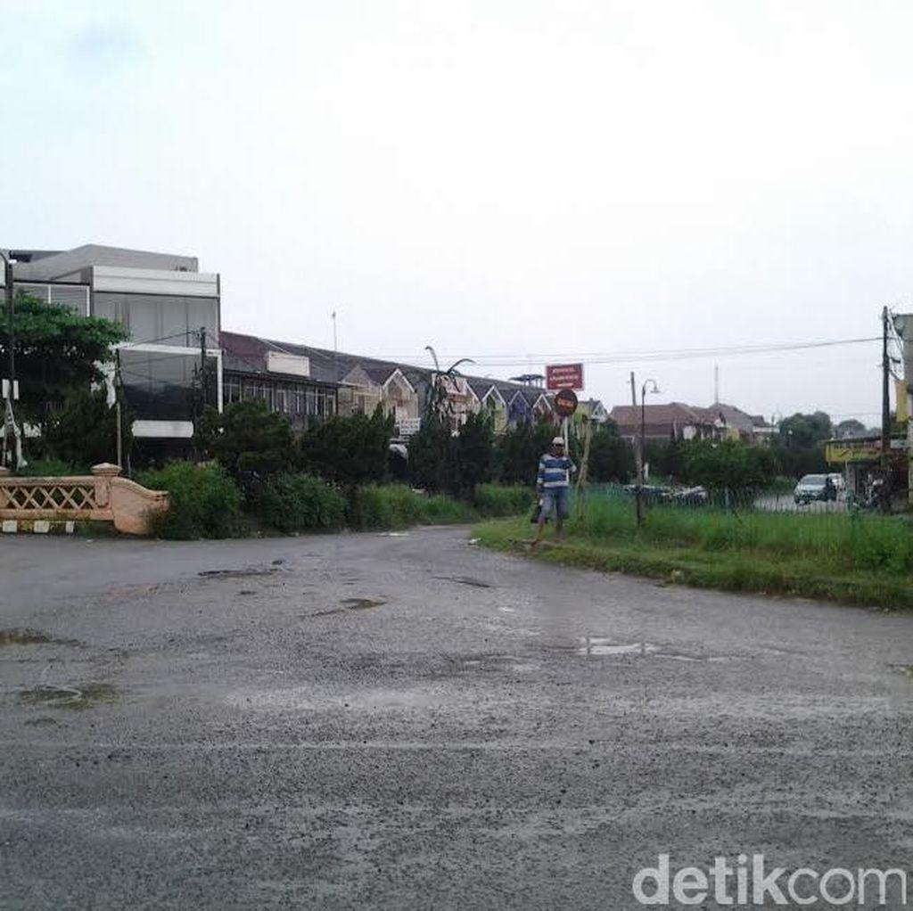 Spanduk Ingin Ber-KTP Bekasi Dicopot, Warga Tunggu Janji Pemkab Bogor