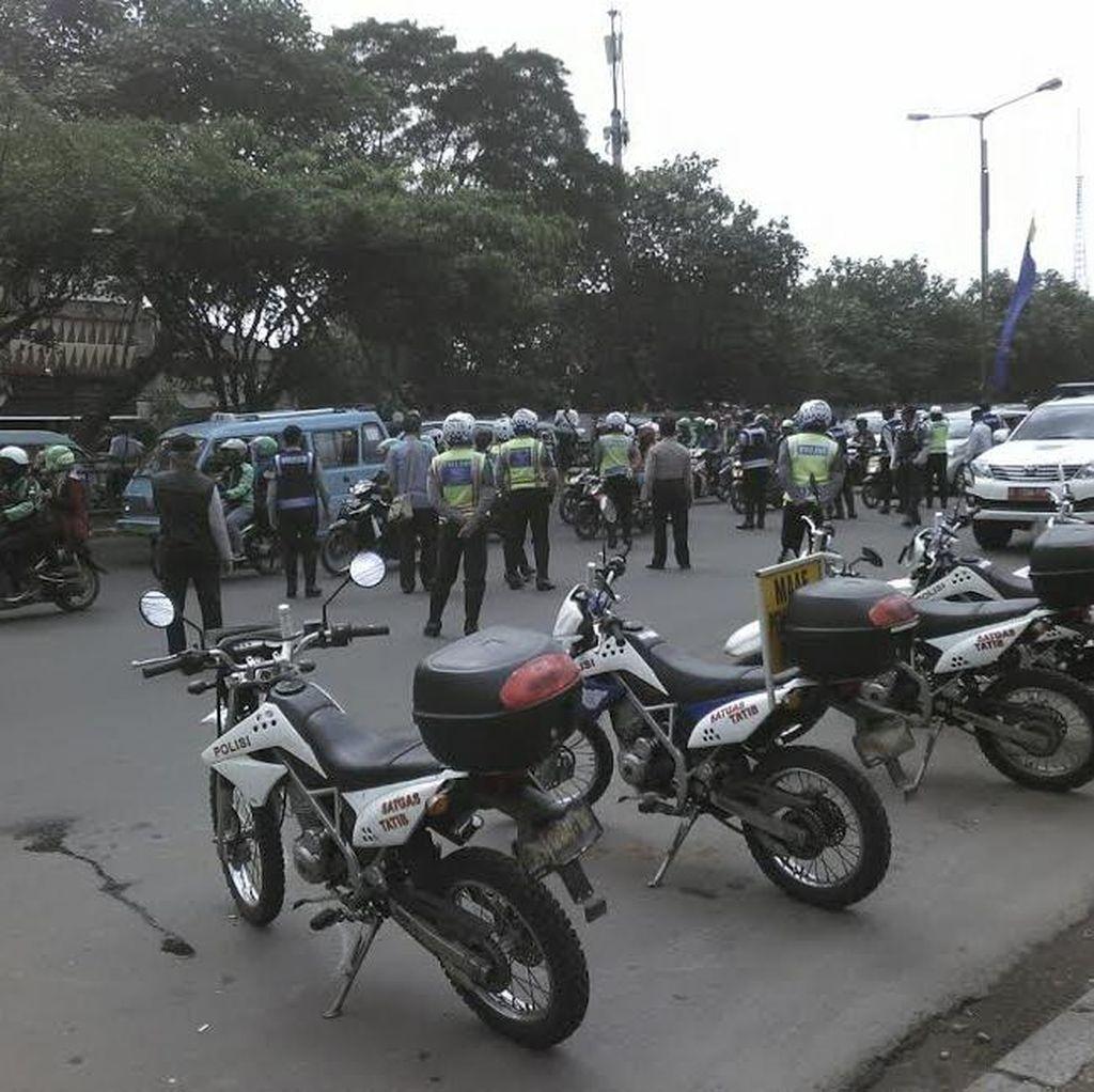 Mikrolet 44 Demo, Sudinhub Jaksel: Mereka Ngetem dan Buat Terminal Bayangan
