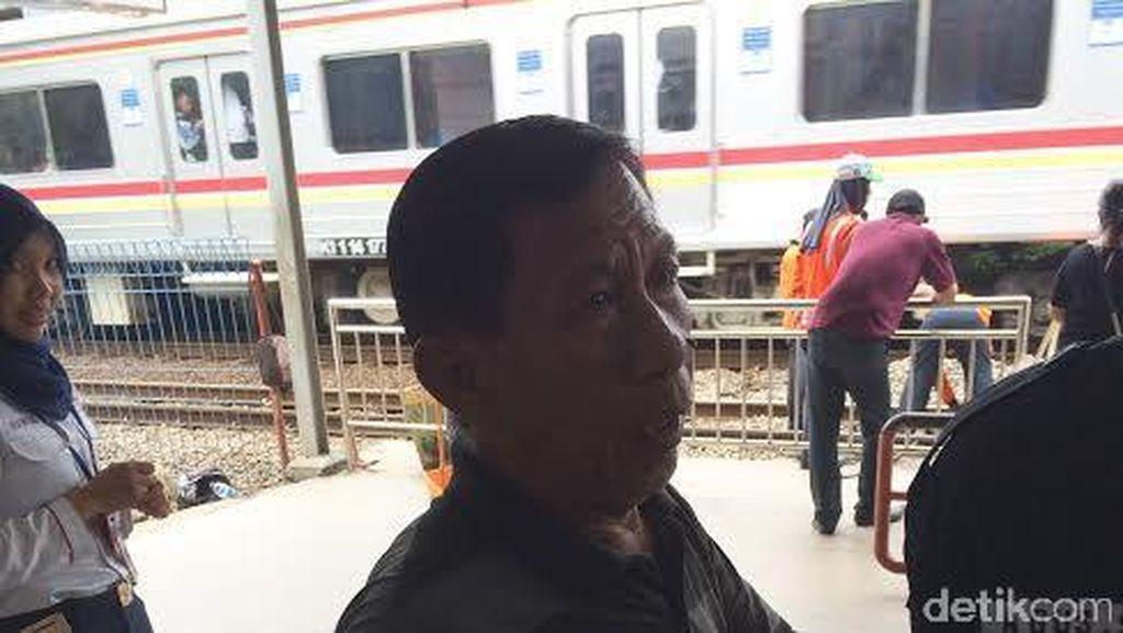 Menyeberang Jalan Bayar Rp 2 Ribu di Tj Barat, Warga: Daripada Nggak Bisa Lewat