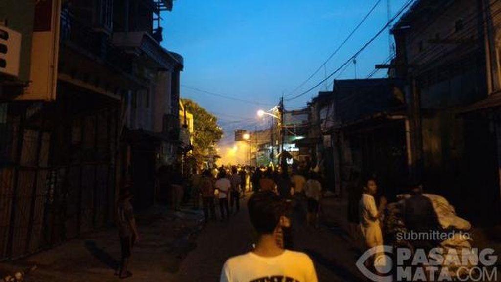 Tawuran Pecah Lagi di Gang T Johar Baru, Ada Warga Lempar Bom Molotov
