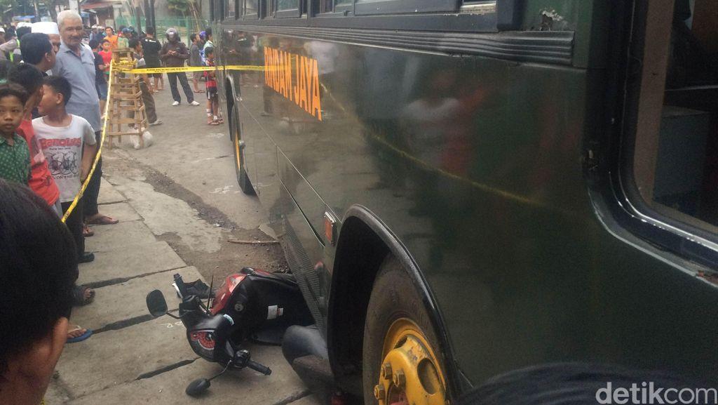 Kecelakaan di Condet, Motor Milik Warga Terlindas Bus TNI