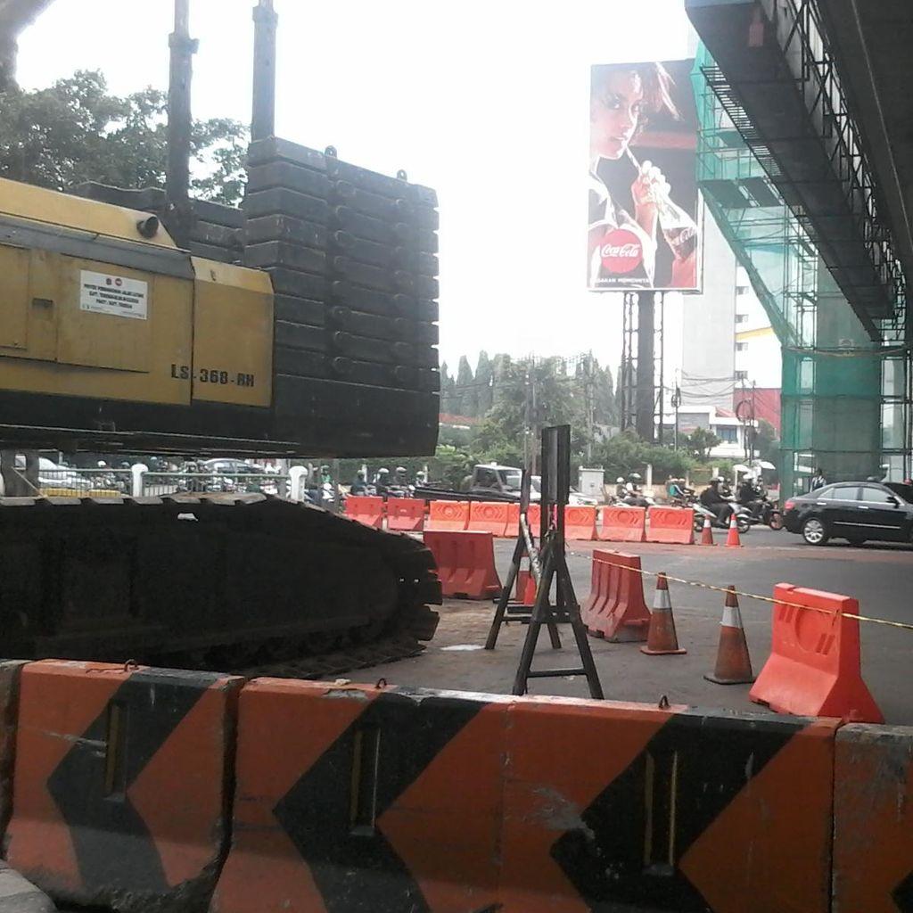 Crane yang Melintang Jalan di Mampang Dievakuasi, Jalanan Padat