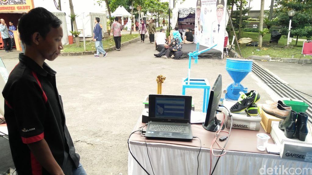 Keren, Sepatu Buatan Siswa SMK Bandung Ini Bisa Jadi Mesin Absensi