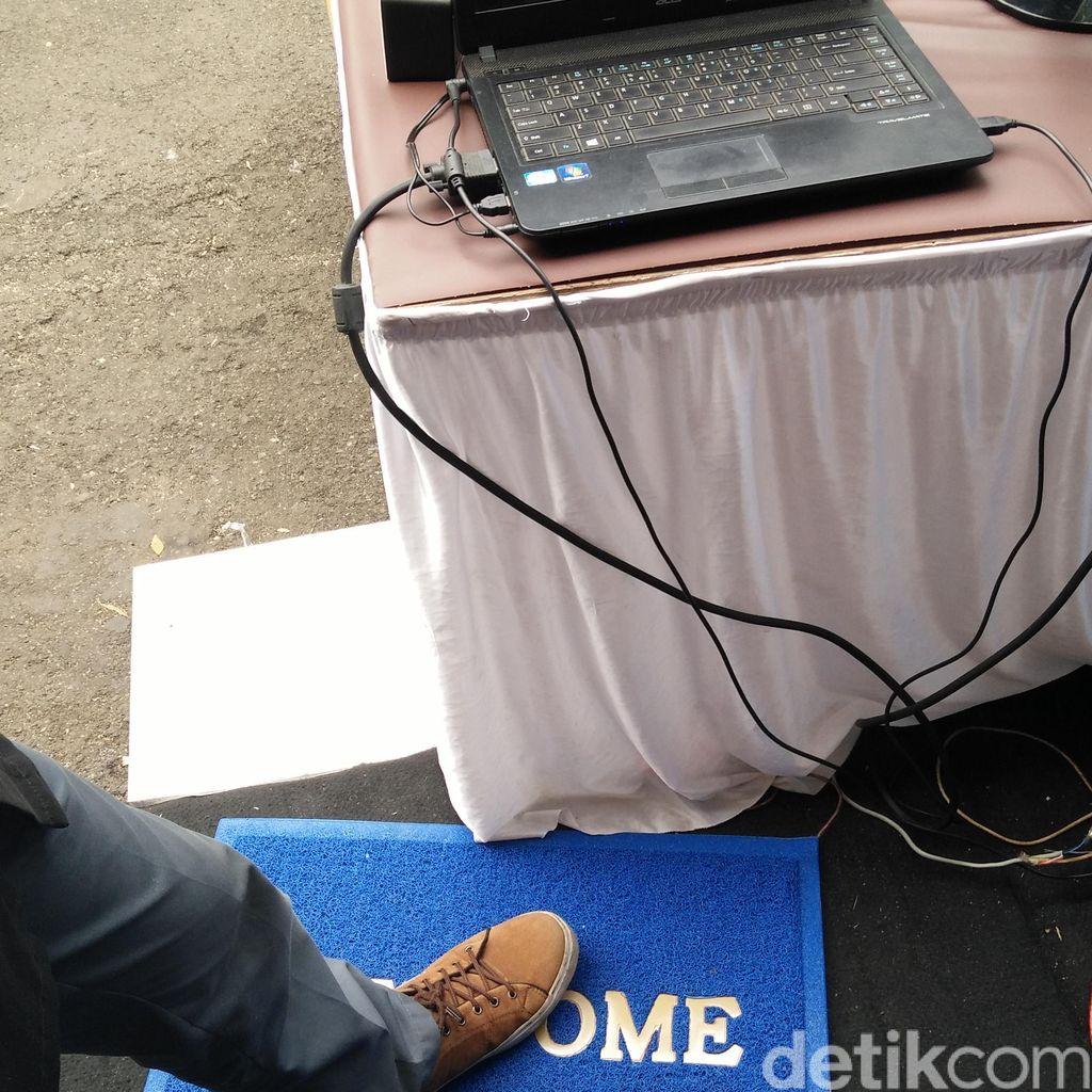 Sepatu Absensi Buatan Pelajar SMK di Bandung Ini Pakai Produk Cibaduyut