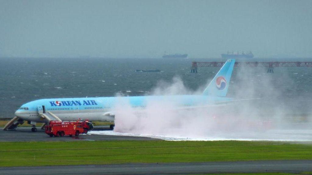 Ada Asap dari Mesin, 319 Penumpang dan Kru Dievakuasi dari Pesawat Korean Air