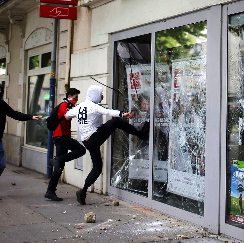 Demo Rusuh di Prancis