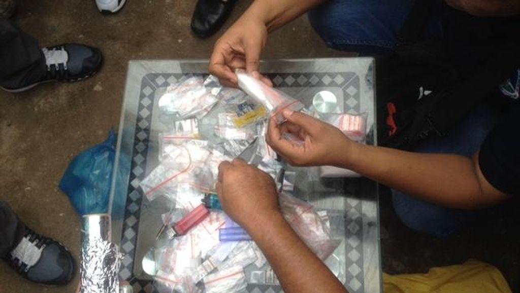 Gerebek Rumah Bandar Narkoba di Medan, Polisi Temukan Paket Sabu