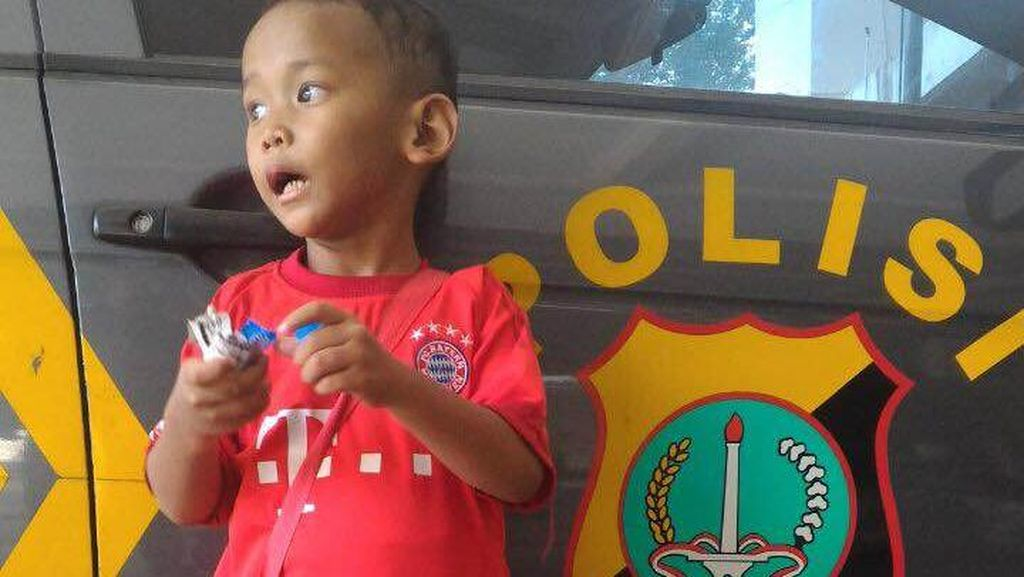 Kenakan Jersey Bayern Munchen, Anak Laki-laki Ditemukan di Pasar Lenteng Agung