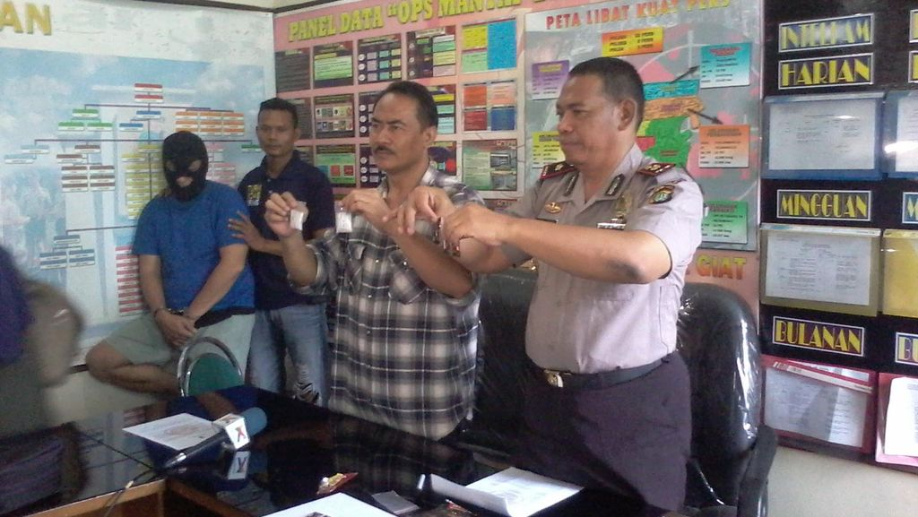 Polisi Tangkap Pengedar dengan Modus Sembunyikan Sabu ke Permen