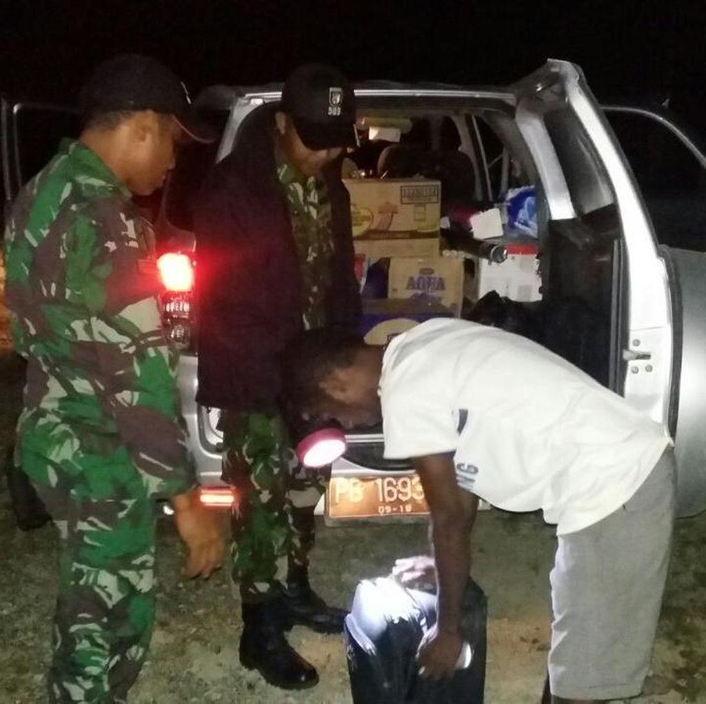 TNI Gagalkan Penyelundupan Ribuan Botol Miras di Papua