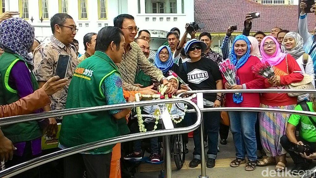 Ahok Resmikan Portal S untuk Penyandang Disabilitas di Trotoar RSCM