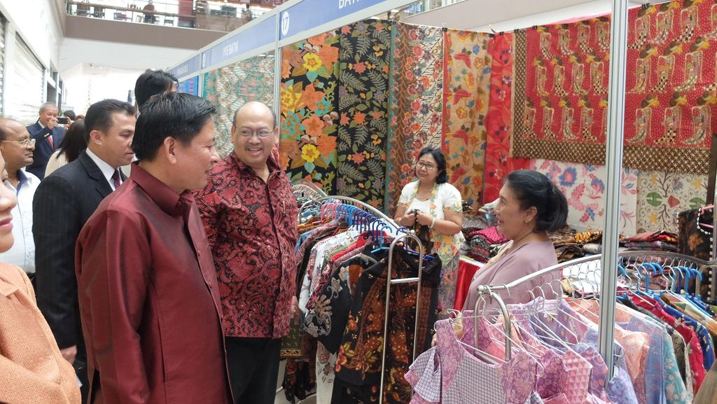 Batik Jadi Primadona di Pameran Wonderful Indonesia di Laos