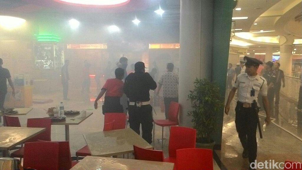 Diduga Tabung Gas di Food Court Meleduk, Mal Royal Plaza Dipenuhi Asap