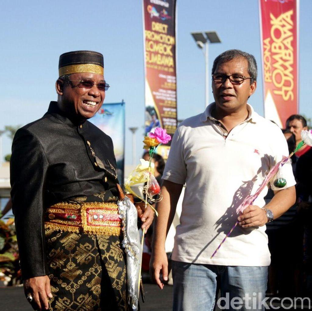 Walikota Makassar Sambut Warga NTB di Pantai Losari