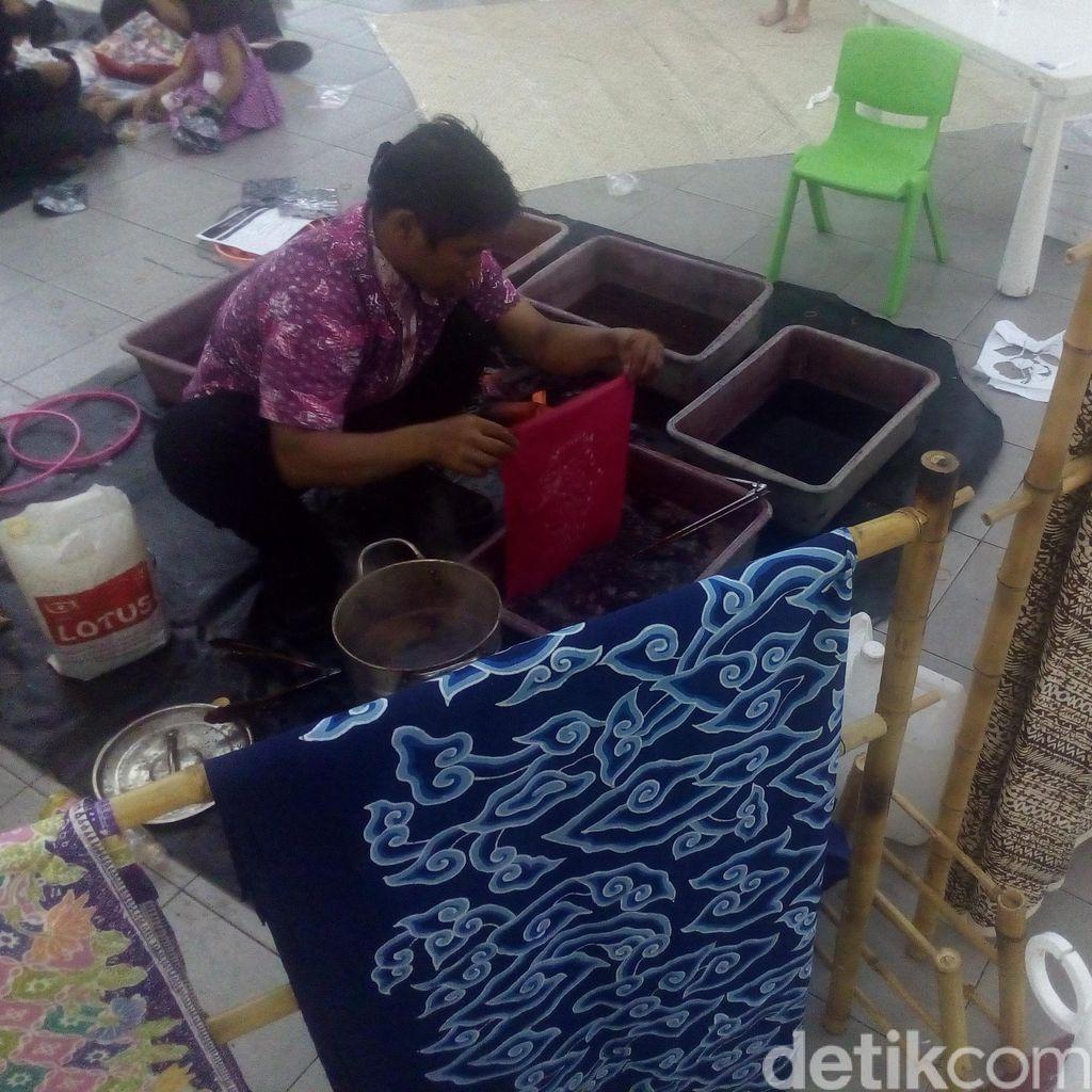 Serunya Belajar Membatik di Pesta Pendidikan