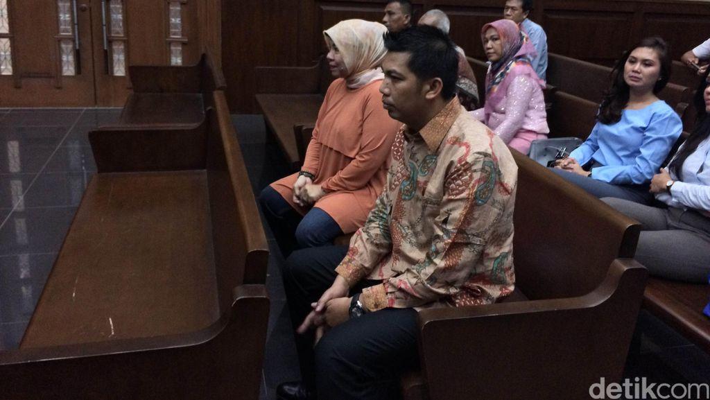 Bacakan Pledoi, Abdul Khoir Mengaku Terpaksa Menyuap Anggota Komisi V DPR RI