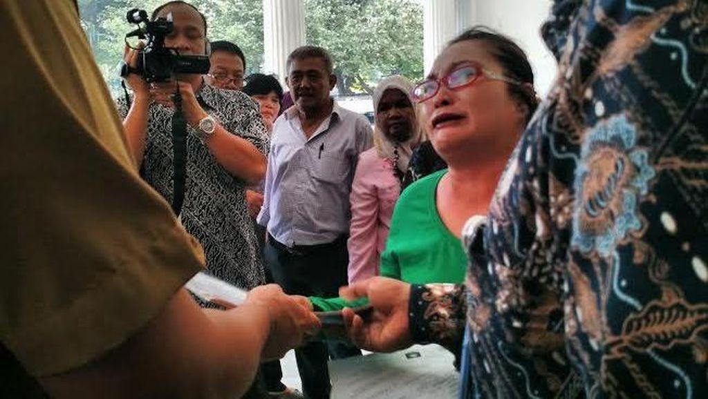 Pekerja Harian Lepas Mengadu Tersedu-sedu, Ahok Tak Mau Tertipu
