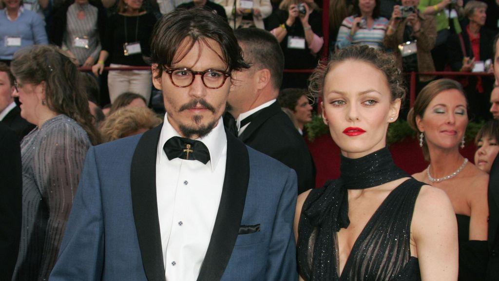 Keluarga Berharap Johnny Depp Kembali ke Vanessa Paradis