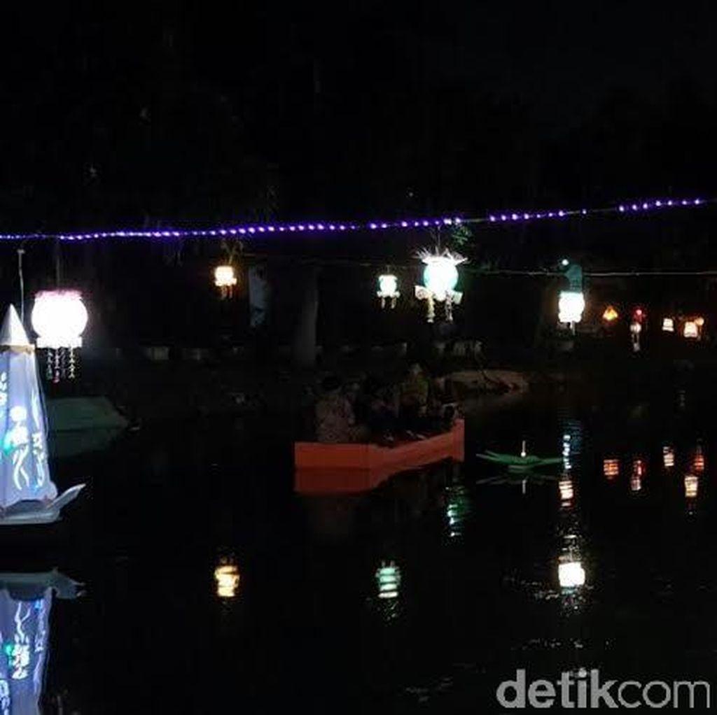 HUT Surabaya, Sungai Kalidami Makin Cantik Dihiasi Lampion
