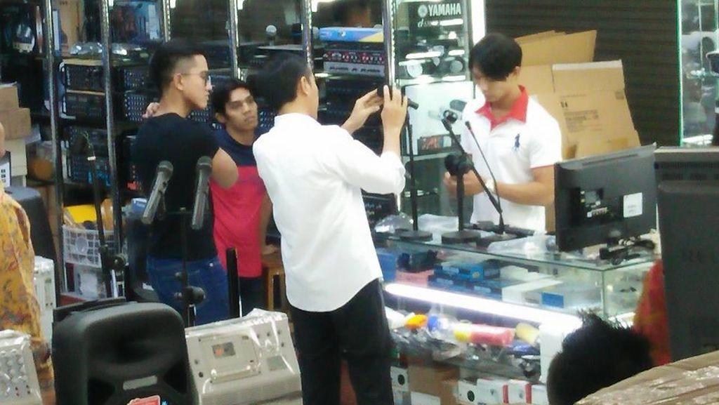 Ketika Jokowi Belanja di Mangga Dua Tanpa Pengawalan Ketat
