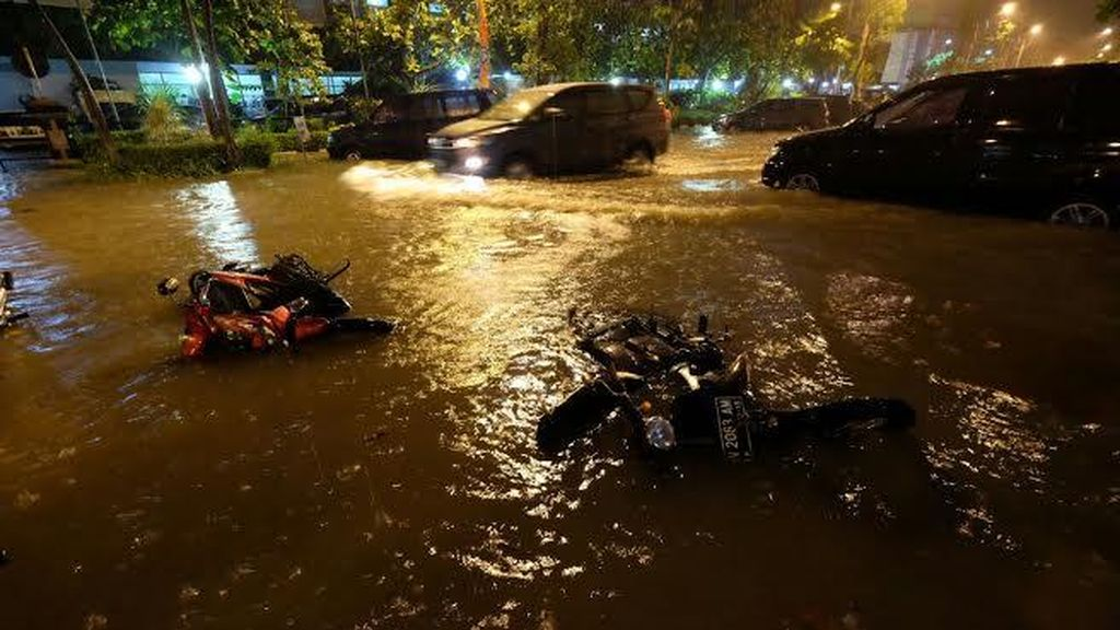 BMKG: Curah Hujan di Surabaya yang Berimbas Banjir Sangat Lebat