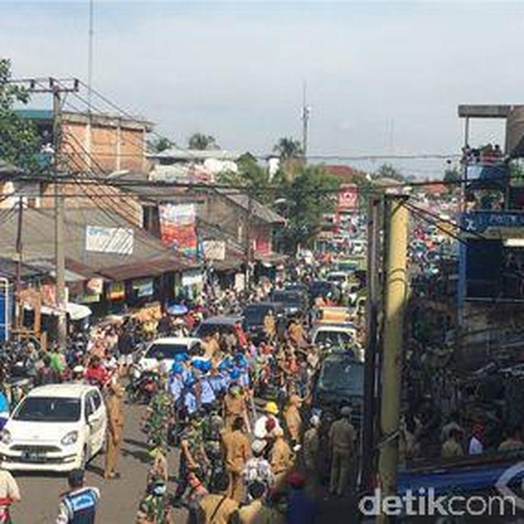 Ada Penertiban PKL di Pasar Ciputat, Lalin Macet