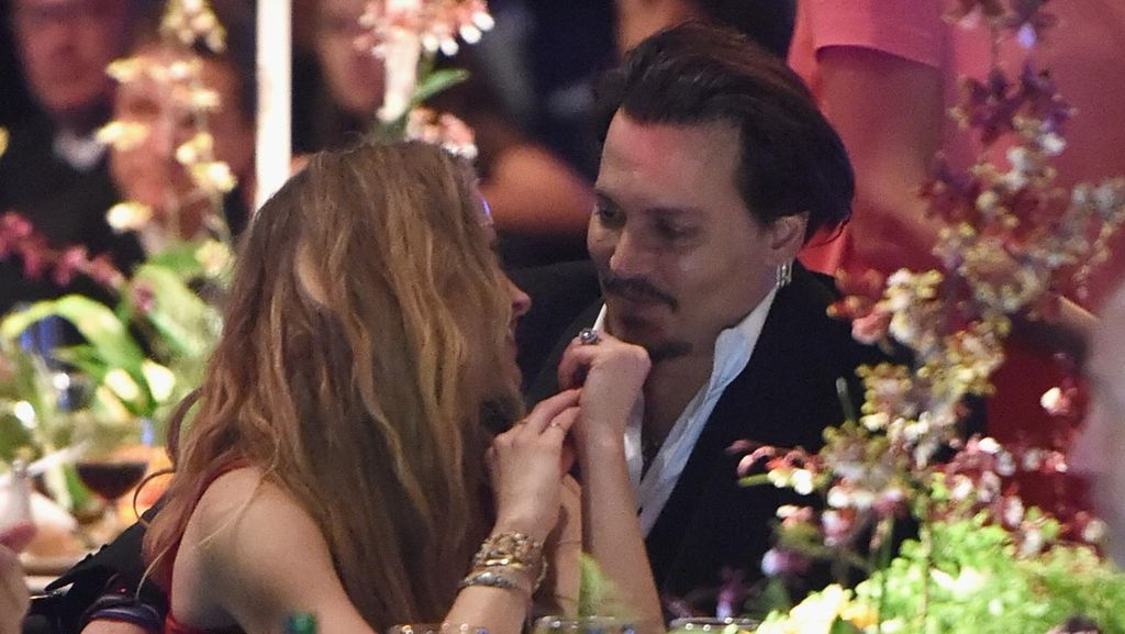 Amber Heard Tuding Johnny Depp Memperlambat Proses Cerai