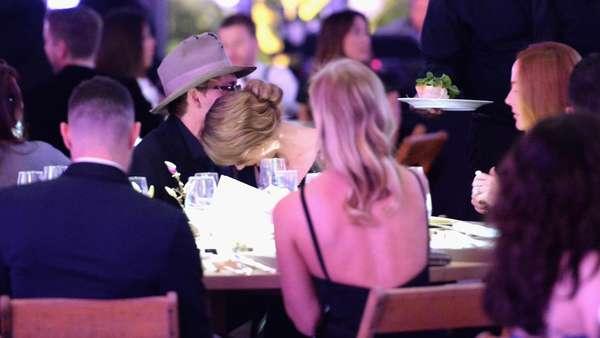 Momen-momen Kemesraan Johnny Depp dan Amber Heard
