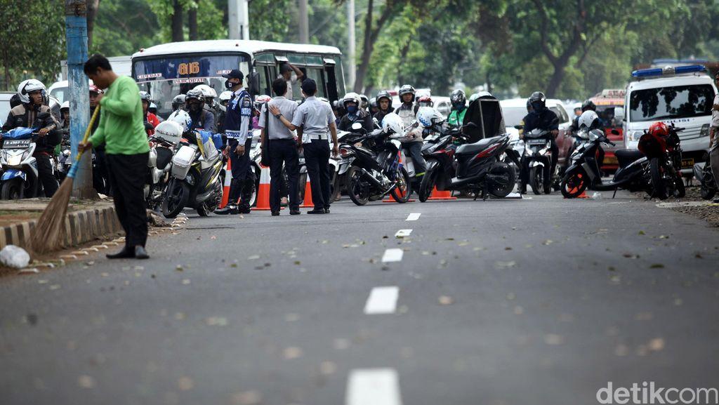 Uji Coba Sistem Satu Arah di Jl Tanjung Barat Lama