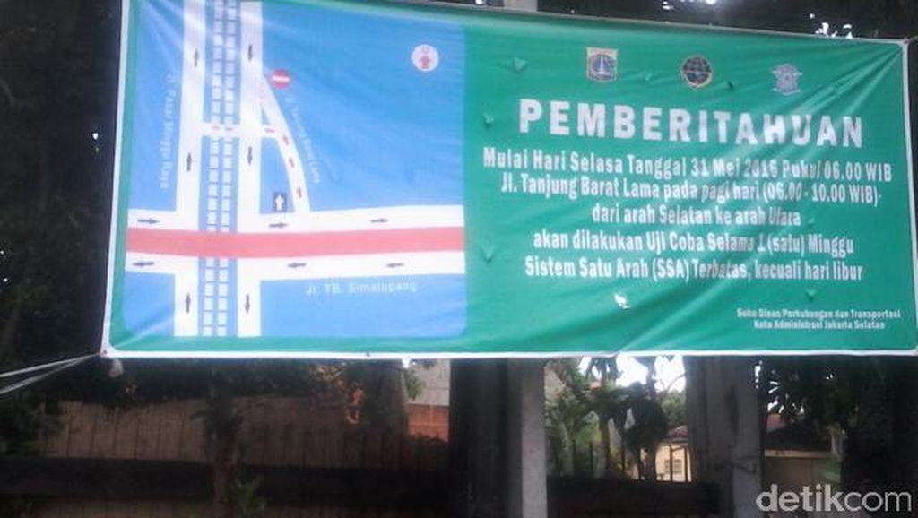 Jl Tanjung Barat Lama Diuji Coba Satu Arah ke Pasar Rebo, Lalin Macet