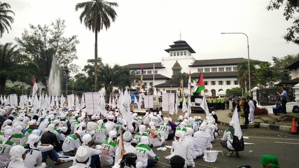 Ratusan Anggota FPI Jabar Gelar Aksi Waspadai Kebangkitan Komunisme