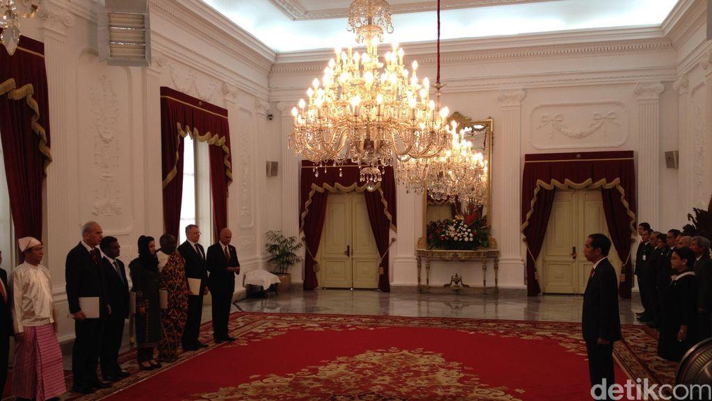 Jokowi Terima Surat Tugas Duta Besar Luar Biasa dari 8 Negara