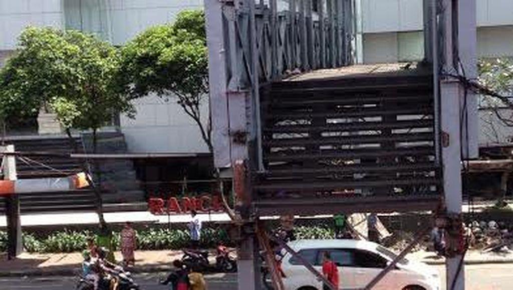 JPO Diperbaiki, Penyeberang Jalan di Basra Harus Adu Nyali