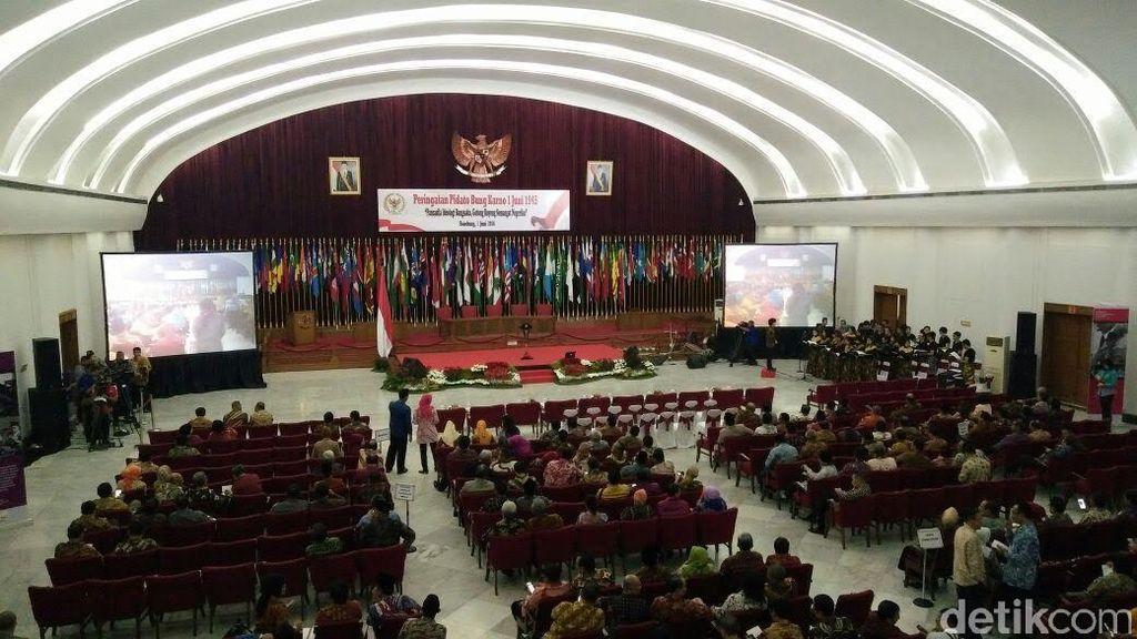 Peringatan Pancasila, Ketua MPR: Warga Indonesia Dikenal Santun, Kini Menyingkirkan