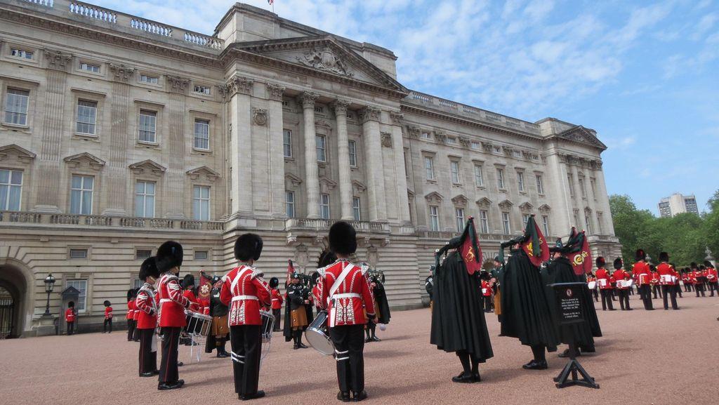 Panjat Pagar Istana Buckingham, Pria 22 Tahun Ditangkap Polisi Inggris