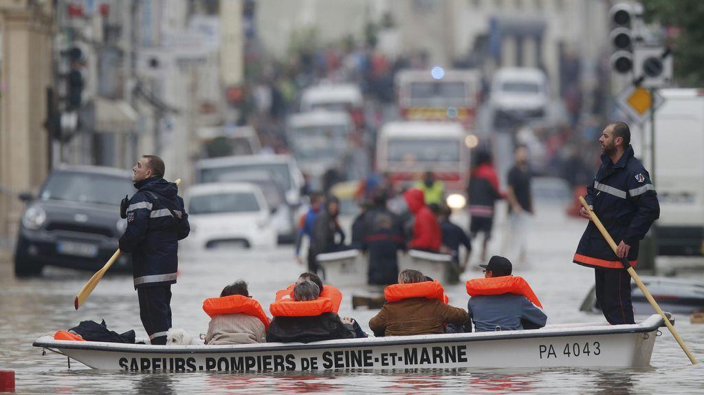 Paris Terendam Banjir, Seorang Nenek 86 Tahun Tewas