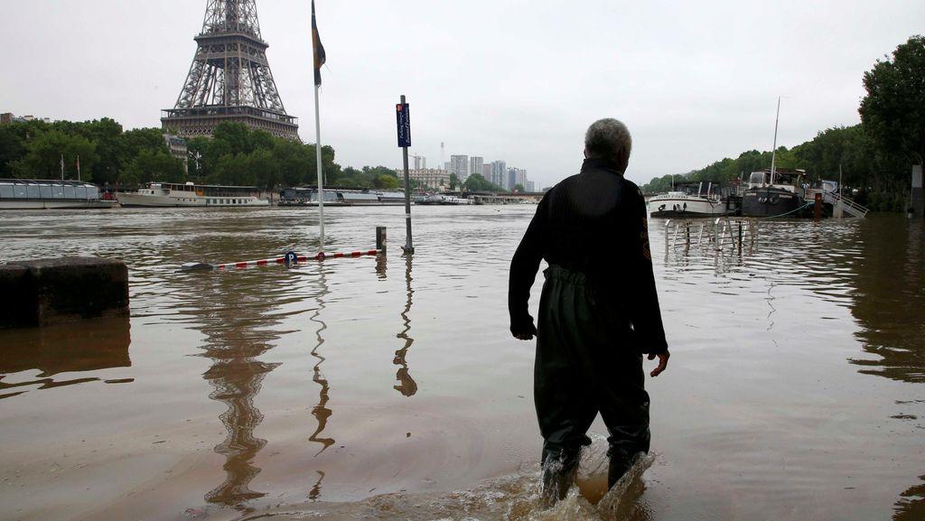 Banjir Paris Tewaskan 2 Orang, Presiden Hollande Tetapkan Darurat Nasional