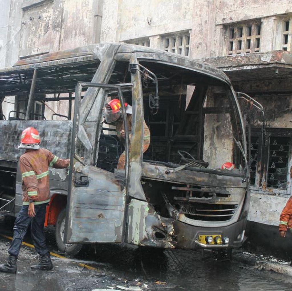 Bus Pariwisata Ludes Terbakar di Museum Mandala Bhakti Semarang