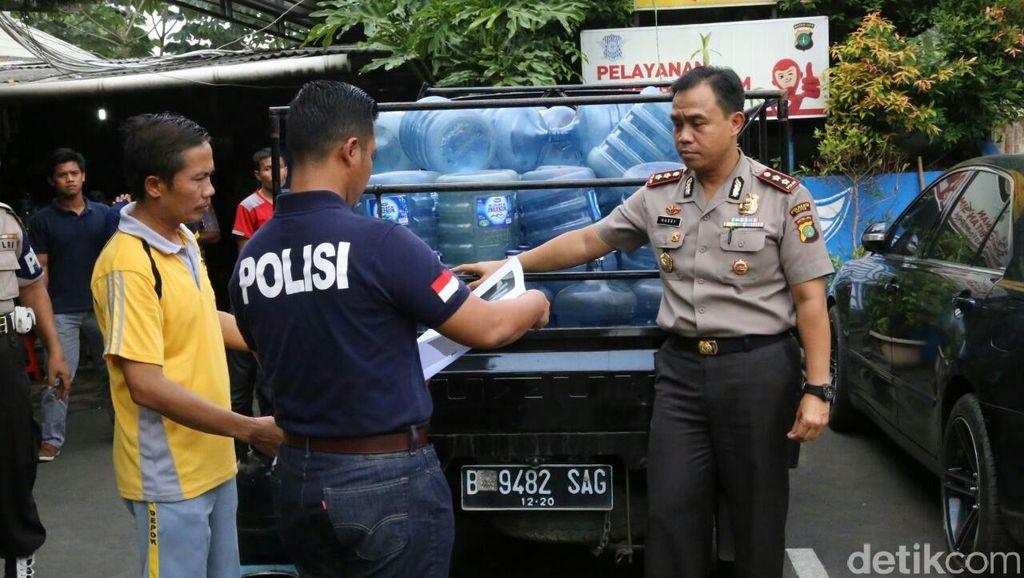 Polisi Ungkap Pemalsuan Air Mineral di Depok yang Berasal dari Sungai