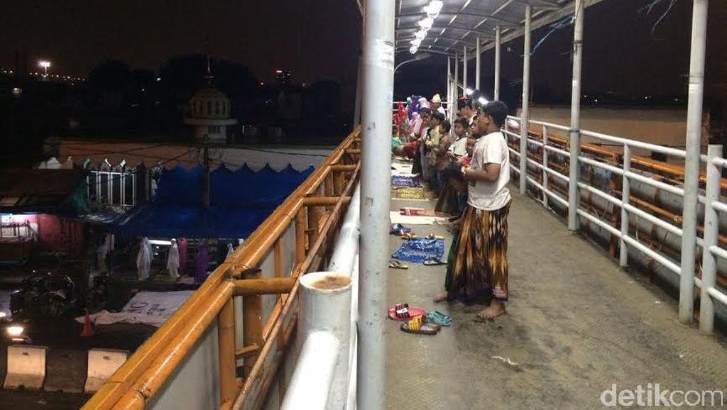 JPO Pasar Gembrong Dipakai Salat Tarawih, Dishub DKI: Nanti Seminggu Juga Sepi