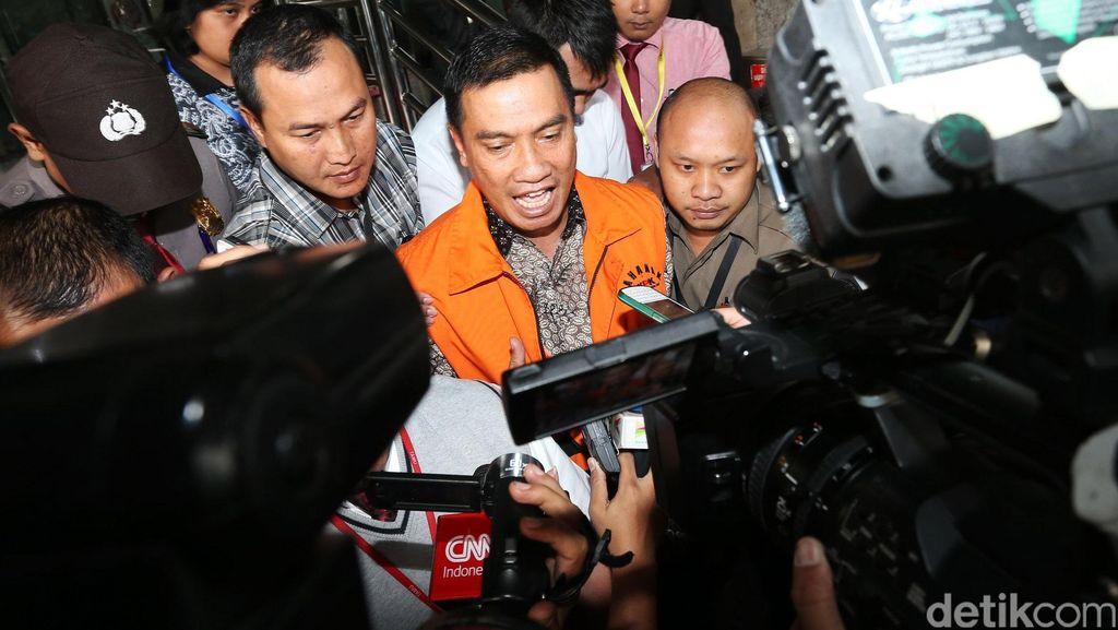 KPK Resmi Tahan Bupati Rokan Hulu di Kasus Korupsi RAPBD