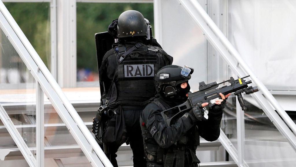 Prancis Tangkap Pria yang Berencana Serang Turis Amerika dan Rusia