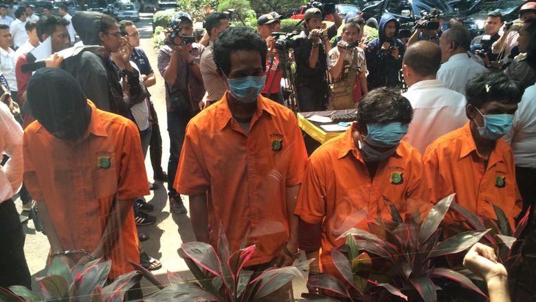Polisi Bongkar 3 Pangkalan Pengoplos Gas Elpiji 12 Kg, 4 Tersangka Dibekuk