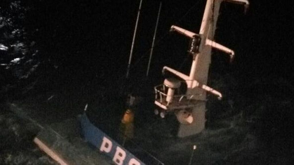 Kapal Pemkab Bayuwangi yang Tenggelam Diangkat Pagi Ini