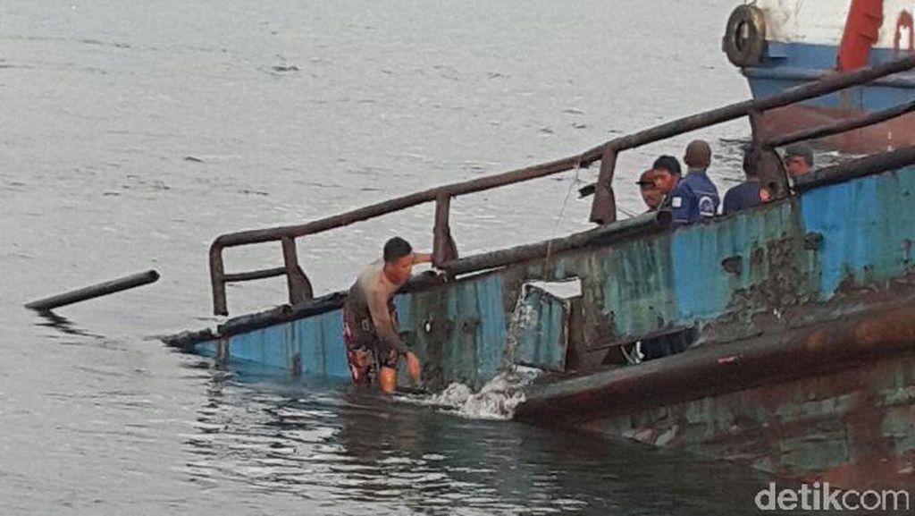Kapal Milik Pemkab Banyuwangi yang Tenggelam Hari ini Mulai Diangkat