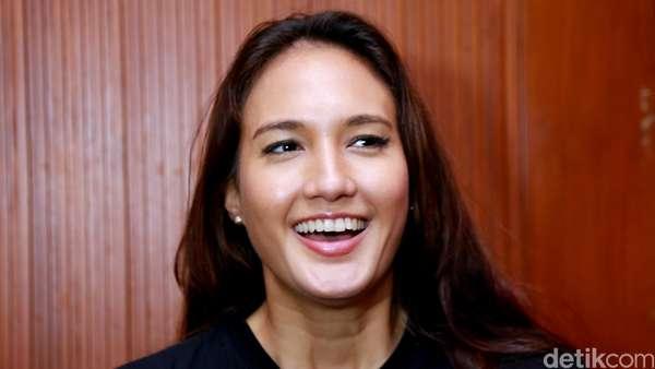 Nadine Chandrawinata Bantah Sudah Menikah