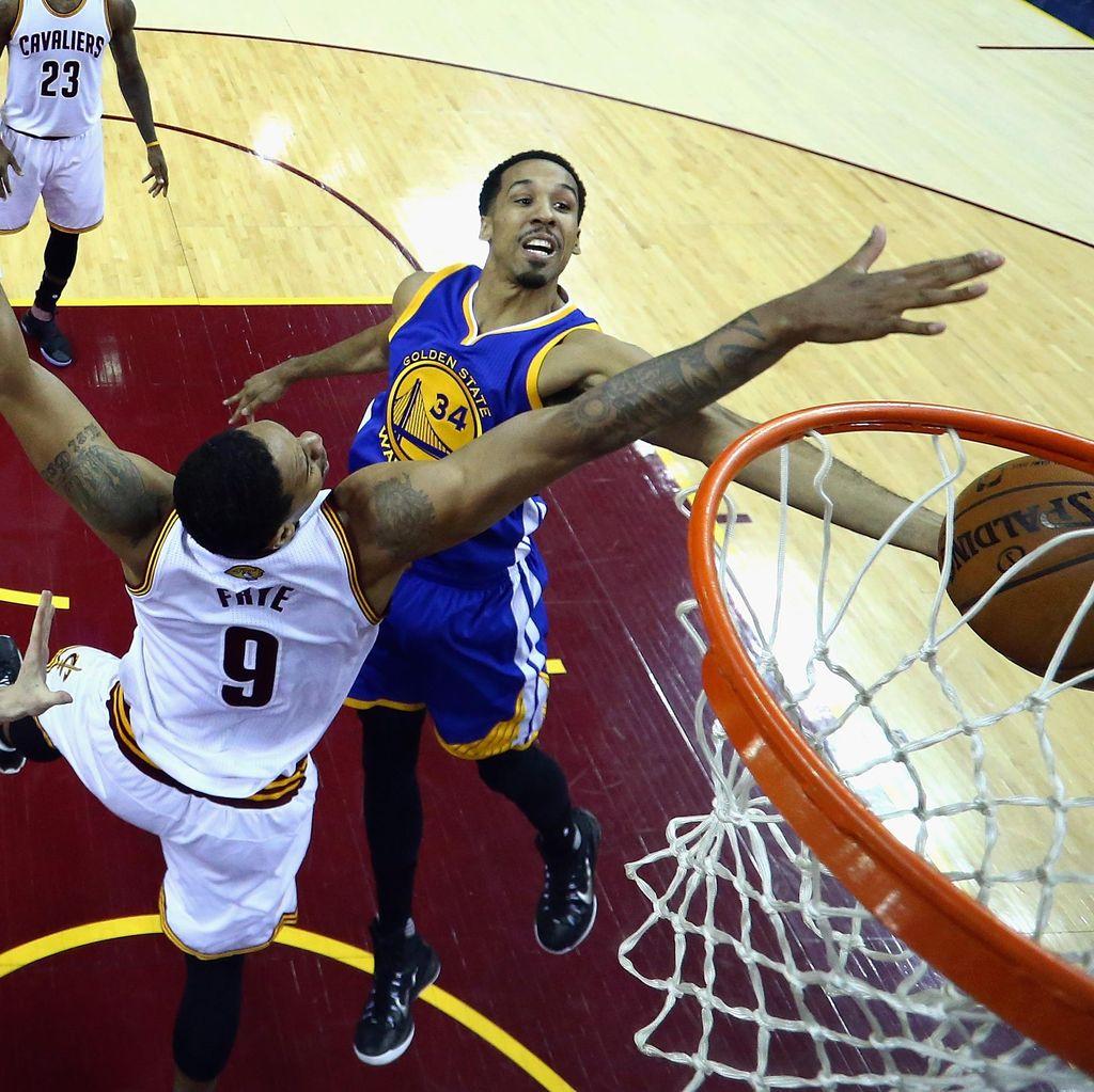 Kalahkan Cavaliers, Warriors Selangkah Lagi Menuju Titel Juara